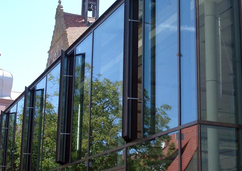lacker fenstertechnik lamellenfenster klappfenster drehfenster bigswing. Black Bedroom Furniture Sets. Home Design Ideas